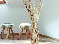 Lampa oblečená ve dřevě