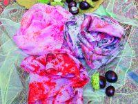 Šátky zdobené sypanou batikou