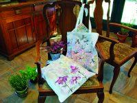Šablonování a kresba na textil – dekorovaná taška