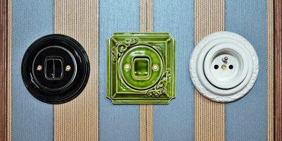 Porcelánové zásuvky a vypínače jako interiérový doplněk