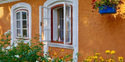 Okenní šambrány
