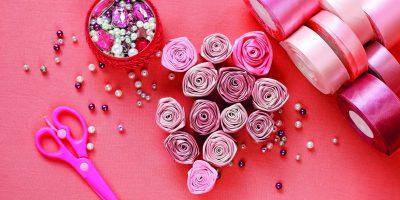 Růže ze saténové stuhy